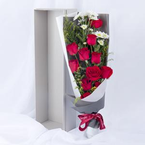 鲜花/我的挚爱: 11枝红玫瑰、白色小雏菊、黄英间插  [包