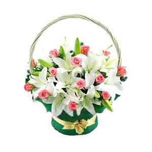 鲜花/芳心: 6枝多头白香水百合,18枝粉玫瑰间插  [包