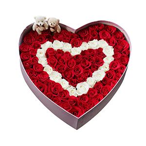 鲜花/心动的瞬间: 99支玫瑰加可爱小熊组合  [包 装]:高档